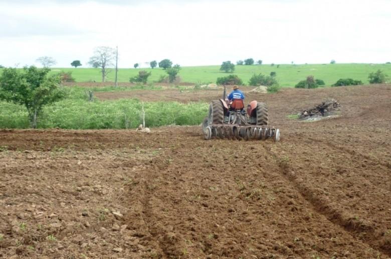 Agricultura, trator   Foto: ilustração