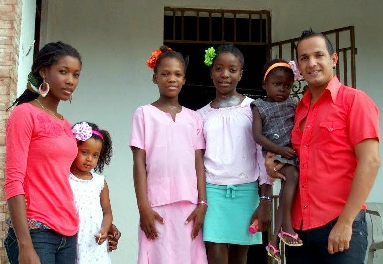 Josanias Rodrigues Barbosa, familiares haitianos e amigos