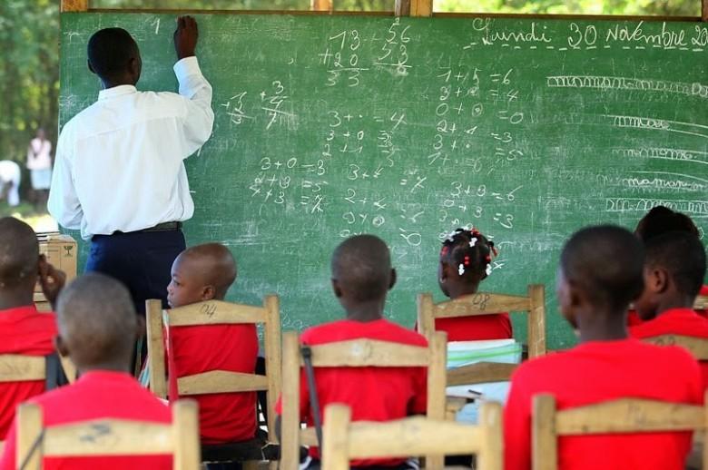 Aula ao ar livre para crianças haitianas | Foto: divulgação