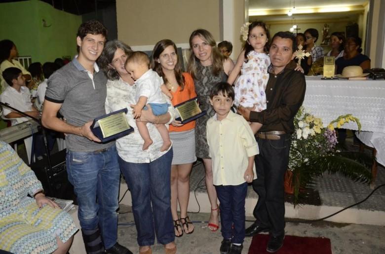 Família Campos ao lado de Walter Borges | Foto: Carlos Galhardo
