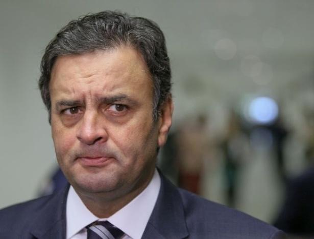 Nas Eleições de 2014, Aécio Neves teve menos votos que Dilma no seu próprio Estado, Minas Gerais. Ele foi avaliado como um péssimo Senador até pela Revista Veja. Por fim, assim como o PT, o político do PSDB está envolvido em polêmicas de corrupção, entre outros escândalos.
