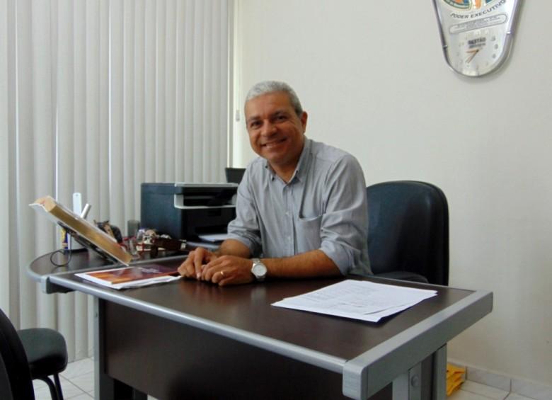 O Prefeito Túlio Vieira em seu gabinete   Foto: Ilustração/Surubim News