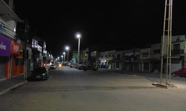 Rua João Batista durante a madrugada   Foto: Surubim News