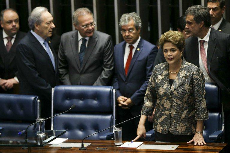 Em discurso no Senado, Dilma disse que a confrontação atual não a fará ceder, ser covarde ou desleal com o compromisso assumido juntamente aos 54,5 milhões de brasileiros que a elegeram.