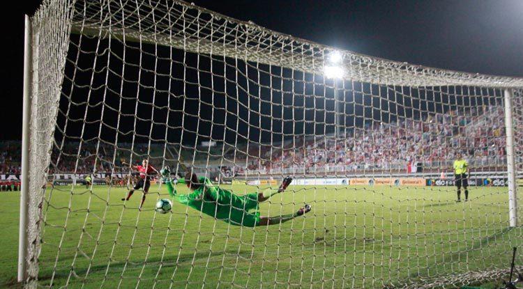Magrão defendeu duas cobranças nas penalidades e, mais uma vez, se tornou pivô de classificação.
