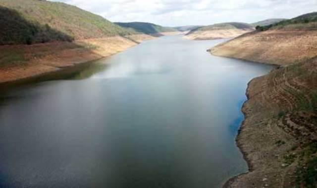Várias pessoas ribeirinhas estão reportando ao Jornal de Caruaru que a barragem de Jucazinho está acumulando água.