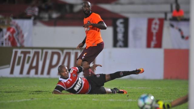 Em partida equilibrada, equipes foram ao ataque mas não conseguiram marcar gols; duelo de volta acontece no dia 31 de maio, na Arena da Baixada.