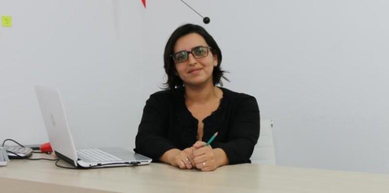 A arquiteta Evelyne Tavares Barbosa no seu escritório. | Foto: Lulu/Surubim News