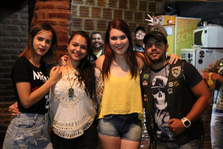 Lizaíne Christiane, Beatriz Xavier e amigos. | Foto: Lulu/Surubim News