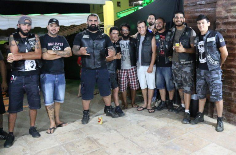 Os Lobos do Asfalto e outros amigos motociclistas. | Foto: Lulu/Surubim News