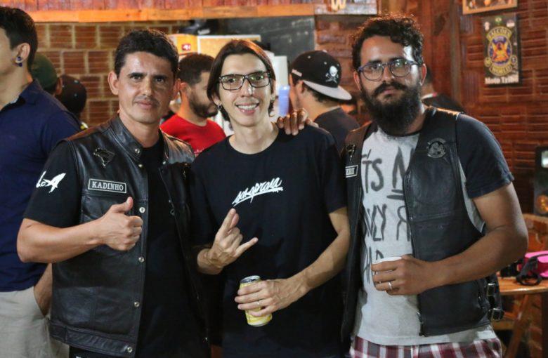Em destaque os irmãos de Raquel Dominique, Kadinho e Derik Bezerra, e seu marido, Rony Barbos | Foto: Lulu/Surubim News
