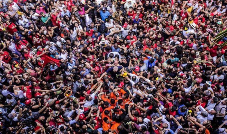 Até quando sai por baixo, Lula encontra-se por cima! | Foto: Francisco Proner
