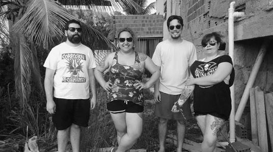 Formação atual da Mennarca: À esquerda, Pedro Rocha, 31 anos, no centro Luanda Ferreira, 36 anos, e Nerinho dos Santos, 23 anos, e à direita Sissy Gomes, 36 anos. | Foto: Divulgação/Instagram