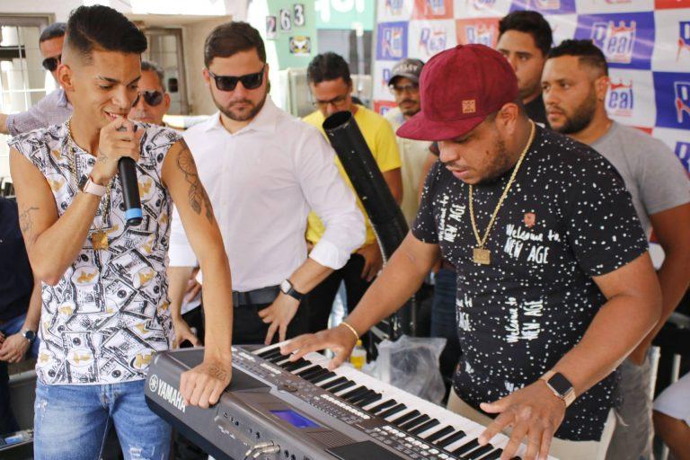 Evento de inauguração da loja Real Calçados em Surubim, com show de Devinho Novaes. | Foto: Lulu/Surubim News