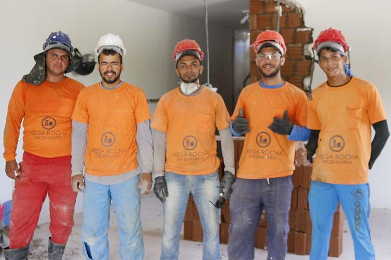 Equipe dedicada e profissional: mãos à obra! | Foto: Lulu/Surubim News
