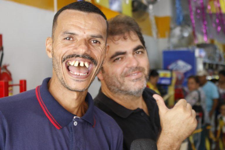 Dinho, o Papa-Capim, no Mercadão do Zé.   Foto: Lulu/Surubim News