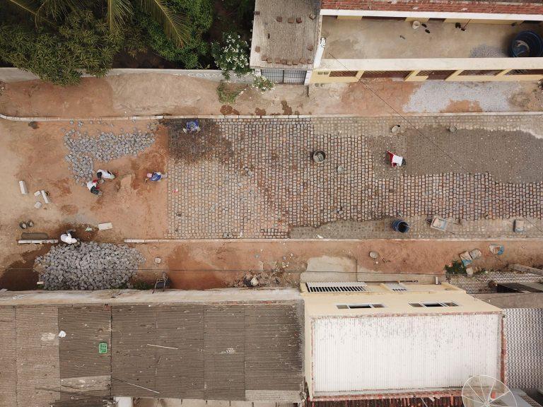 Obra de calçamento no bairro São José. | Foto: Lulu/Surubim News