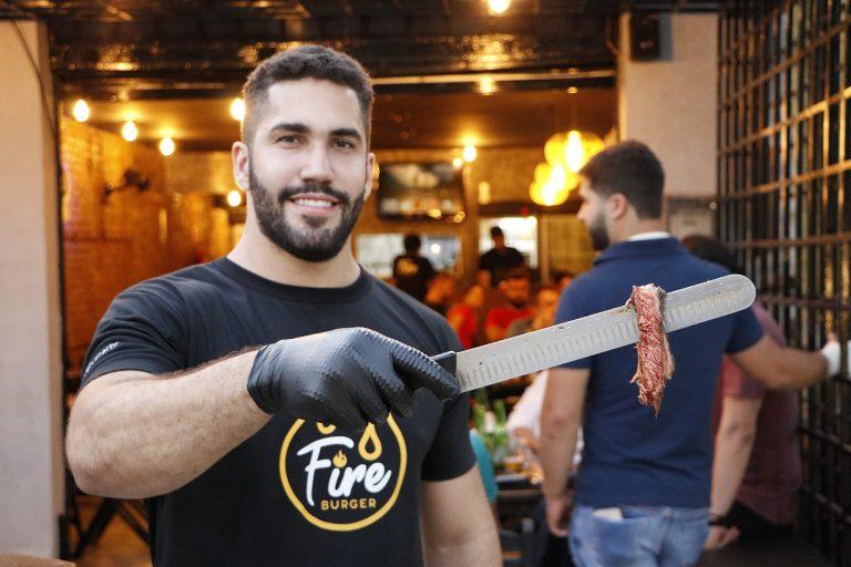 Fire Burger: localizada na Avenida São Sebastião. | Foto: Lulu/Surubim News